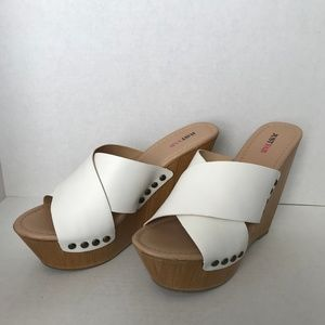 New in Box Justfab Platform Wedges Size 10